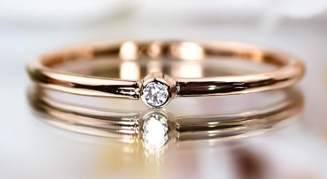 怦然心動的求婚瞬間,獻上最棒的戒指。精選設計訂婚戒指