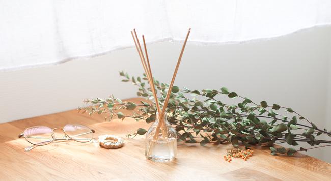 好きな香りで作れる!手作りリードディフューザーの作り方と長持ちのコツ