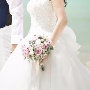 オーダーメイドブーケと花冠/白のウェディングドレスとピンク、ラベンダーパープル、白のナチュラルクラッチ風ブーケ ブーケ hanakou