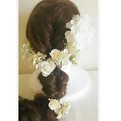 bcfb492e9a2e5 オールホワイトのアーティシャルフラワーヘッドドレス 結婚式 海外ウェディング 二次会 パーティ 披露宴 前撮りetc ヘッドドレス(ウェディング)  r.eve.r ...