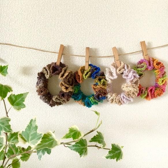 グラデーションカラー毛糸の手編みシュシュ