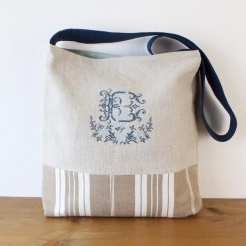 手刺繍 ダブルイニシャルのショルダーバッグ