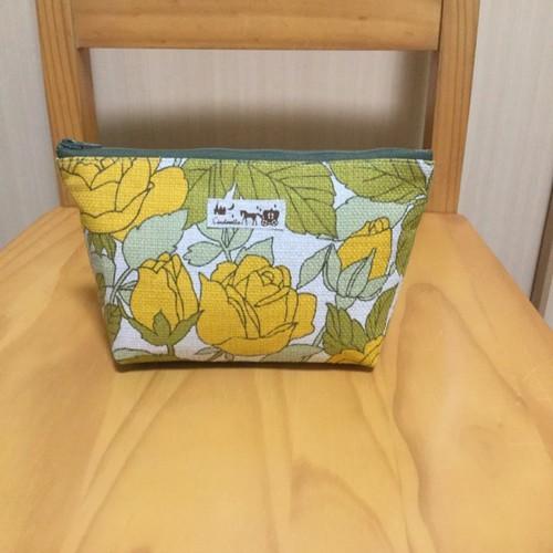 ポーチ 黄バラの花柄 ポーチ F Craft 通販 Creema クリーマ ハンドメイド 手作り クラフト作品の販売サイト