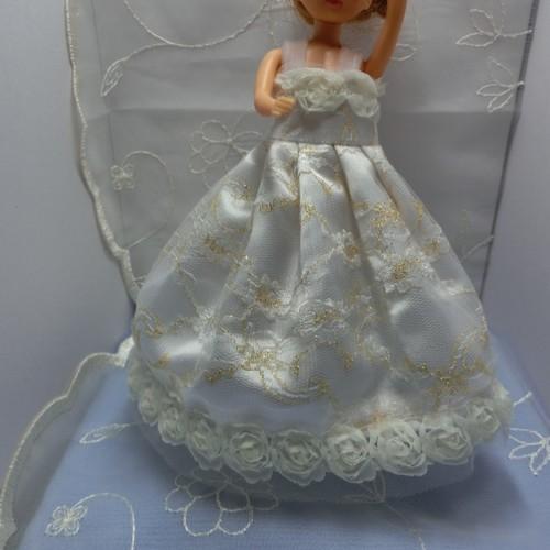 白 薔薇 の ウェディング ドレス