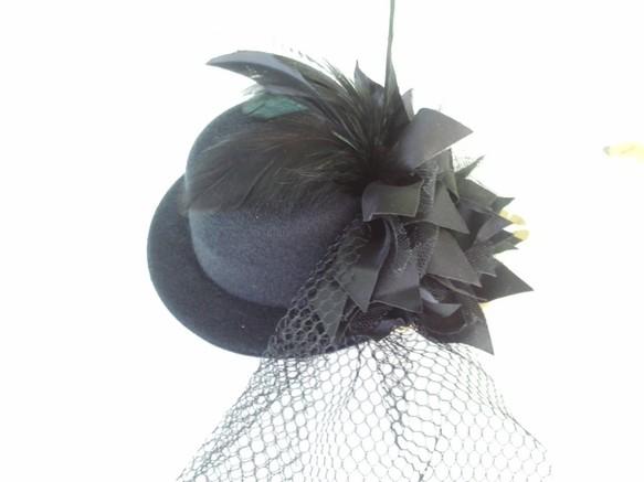0a1a8bfb28690 ミニハット☆黒・羽根付きヘッドドレス☆クリップ付き・ハロウィン・コスプレ・パーティーにも 帽子 ばばにゃん