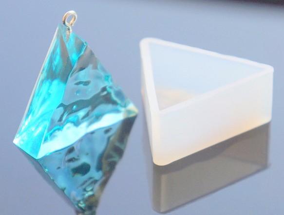 シリコンモールド 【 水面模様 三角 型 1個 】 レジン パーツ レジン アクセサリー 素材 型