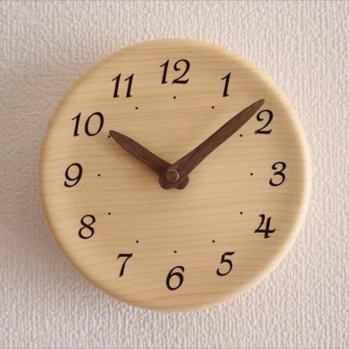 木の香りがする掛け時計 直径15cm