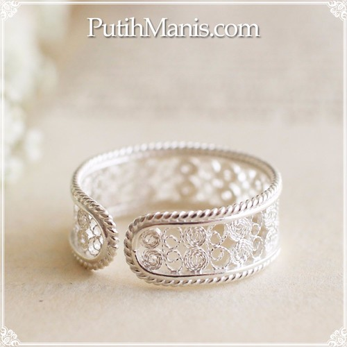 透かしが繊細な銀線細工のレースのリングsilver925(r-08-si) 指輪 ...