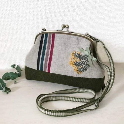 ミモザの花束刺繍がま口ポーチポシェット