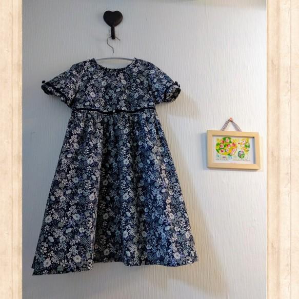 7fbefdb72f303 120cmヨーロピアンフラワー女の子ワンピース 濃紺 綿100% 子供服 結布 ...