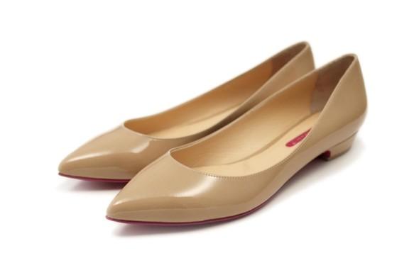 ベージュエナメルローヒールパンプス モデルサイズ限定商品25cm 25.5cm 26cm 26.5cm ポインテッドトウ シューズ・靴  SHOESbakery