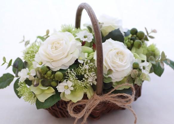 [アーティフィシャルフラワー] 【送料無料】 ホワイト胡蝶蘭とグリーンのオーバルアレンジ 30cm