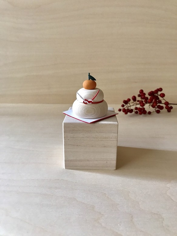 【受注製作】小さな木の鏡餅φ4cm 置物 くつろぎ造形