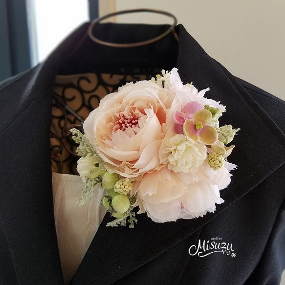 e41a3a4404055e *misuzu*090ベビーピンクのほっこりまぁるいピオニー コサージュ卒業式・入学式・結婚式・謝恩会 髪飾り