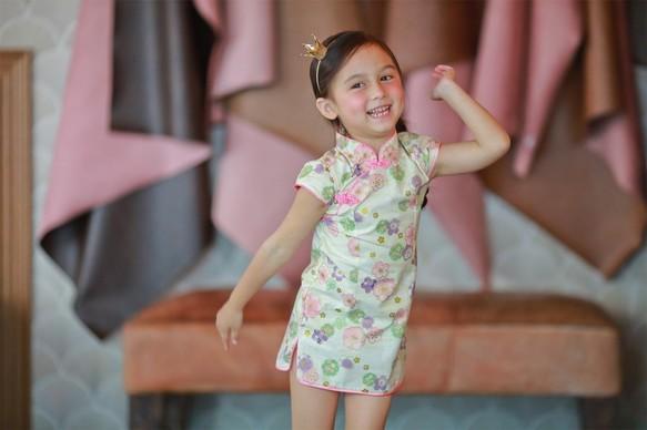 738e3a28a14c2 6歳のチェリー・ホワイト小さなチャイナドレス(130センチメートル)〜7歳(140センチメートル)
