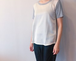 bc49ccf8ecc37 サテン切り替えオーガニックコットンクルーTシャツ グレー . ¥8