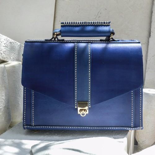 「バッグを叩いたりしないでください」ネイビーブルーレザーミニベジタブルなめしの革のブリーフケース