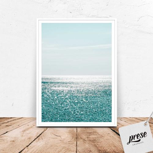 夏の輝く海、ミニマル