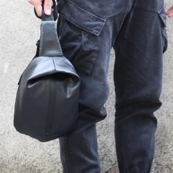 e2c9e631abfe メンズ ボディバッグ ブラック 防水 ショルダーバッグ Emiko 通販 Creema(クリーマ) ハンドメイド・手作り・クラフト作品の販売サイト