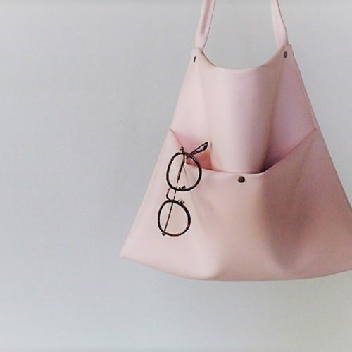 桜ピンクのレザーショルダーバッグ「受注製作」