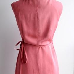 799361552d41c 1点もの着物リメイク カシュクールワンピース ウエストリボン 着物ドレス ミディ丈 ノースリーブ シルク ピンク ラップ