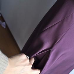 e6e66de6cb48b 1点もの着物リメイク シルクワンピース 正絹 着物ドレス ミディ丈 ノースリーブ 紫 ワンショルダー プラム パープル ワンピース・チュニック  Vivat Veritas ...