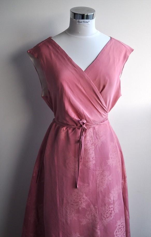 f376b7311319d 1点もの 着物リメイク ピンク シルク ノースリーブカシュクールワンピース ウエストリボン 着物ドレス ミディ丈 ラップ
