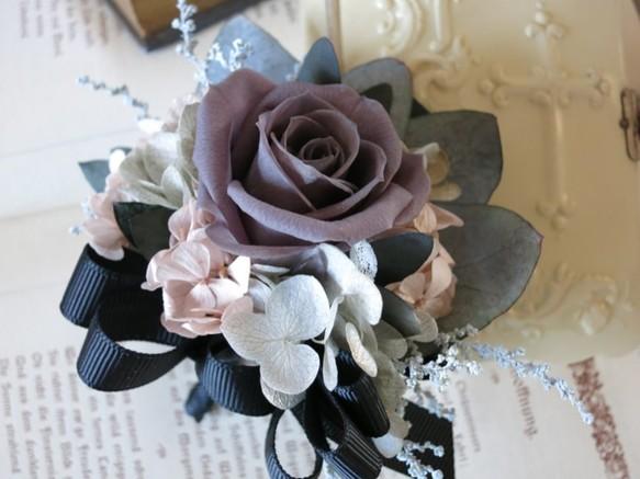 01c7f0130076a1 プリザーブドフラワー☆チャコールグレイの大きめバラとリボンのコサージュ コサージュ Fleurir-hal
