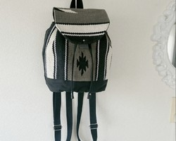 cecebd821cb0 ... バックパックショルダーバッグ旅行袋. ¥3,323 / BravoStudioDesign. オルテガラグ生地☆フラップつき巾着型ミニリュック ☆ブラック×グレー系カラー☆