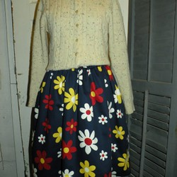 9d89f52dcf24e9 日本製レトロデイジー柄コットンギャザースカート スカート Hanako ...