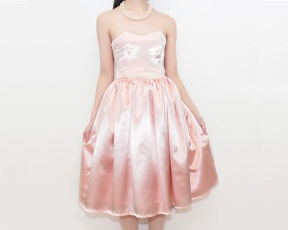 ピーチピンクサテンドレス