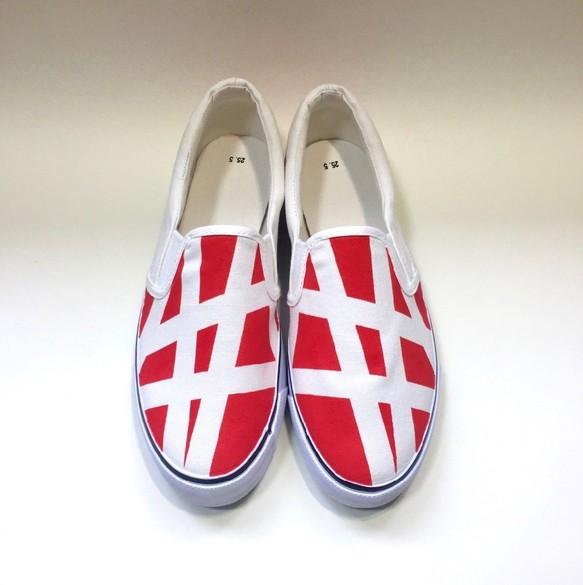 赤と白のシンメトリースニーカー シューズ・靴 3kadukiakari