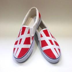 赤と白のシンメトリースニーカー シューズ・靴 3kadukiakari 通販|Creema(クリーマ) ハンドメイド・手作り・クラフト作品の販売サイト
