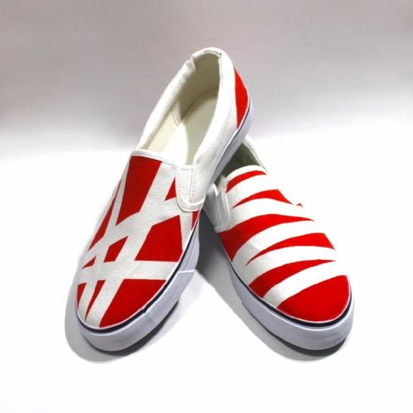赤と白のアシンメトリースリッポン シューズ・靴 3kadukiakari