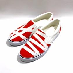 赤と白のアシンメトリースリッポン シューズ・靴 3kadukiakari 通販|Creema(クリーマ) ハンドメイド・手作り・クラフト作品の販売サイト