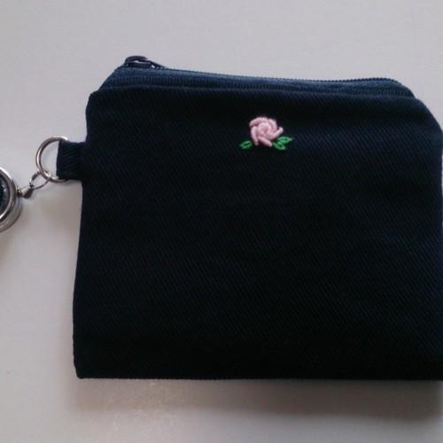【送料無料】C001-4 刺繍入りパスケース(ネイビー バラ)
