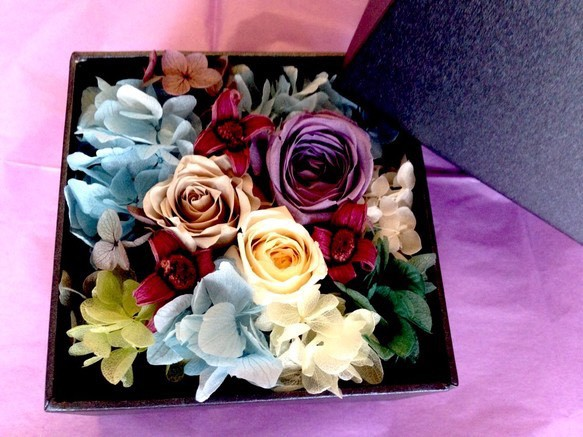 gift box of flowers blue purple roses gift box of flowers blue purple roses negle Images