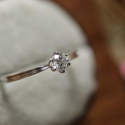 ダイヤ 0.2 カラット 40歳過ぎて、0.2カラットのダイヤは貧乏くさいのでしょうか