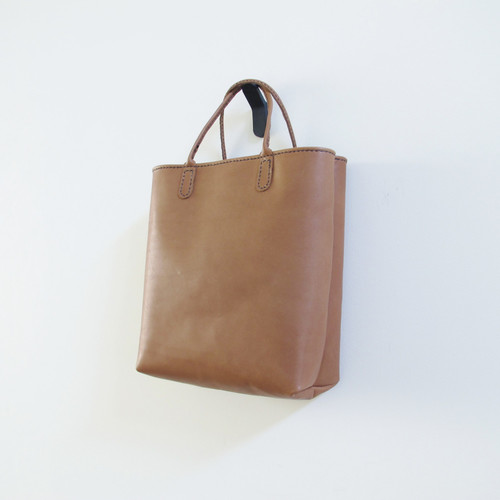 hand stitch + natural brown leather tote bag