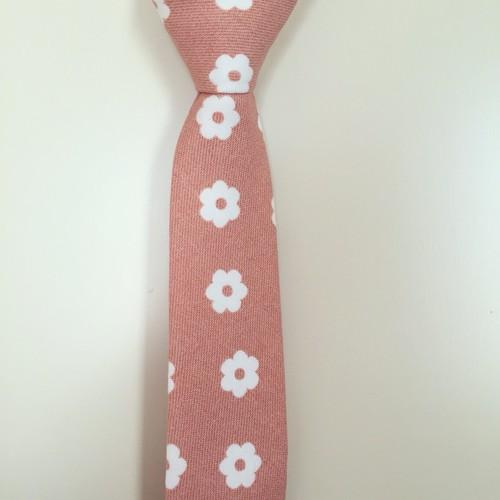 サーモンピンク花柄ネクタイ《ハンドクラフトネクタイ》