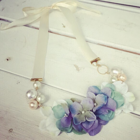 紫陽花とコットンパールのネックレス
