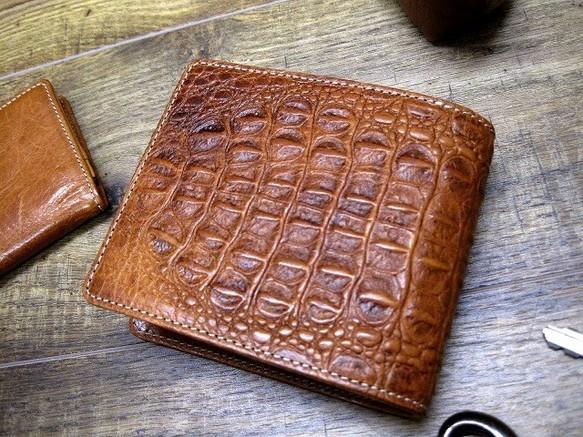 d0291bac48dd 本革二つ折財布 ポケットたくさん多機能! 小背ワニ柄型押革 キャメル 財布・二つ折り財布 sansho-leather