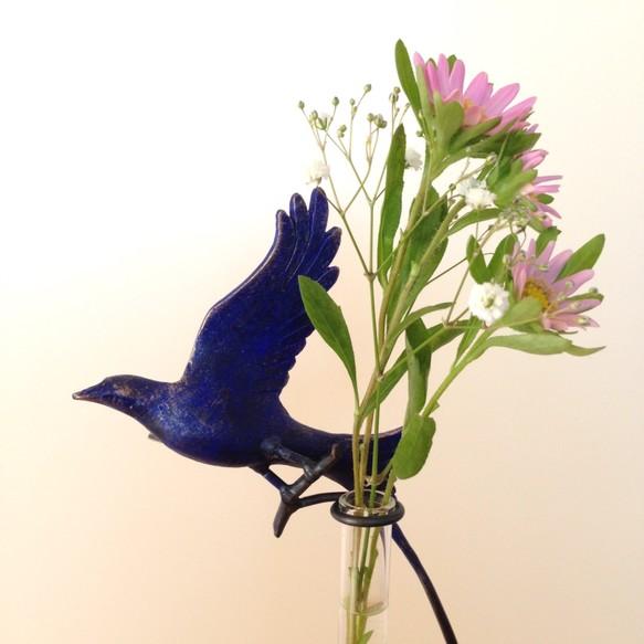 花を摘む青い鳥の一輪挿し|一輪...