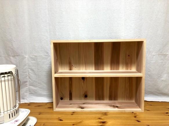 二段の絵本棚、図鑑棚、国産杉、子供の本棚。無垢材無塗装でお子様に安心。
