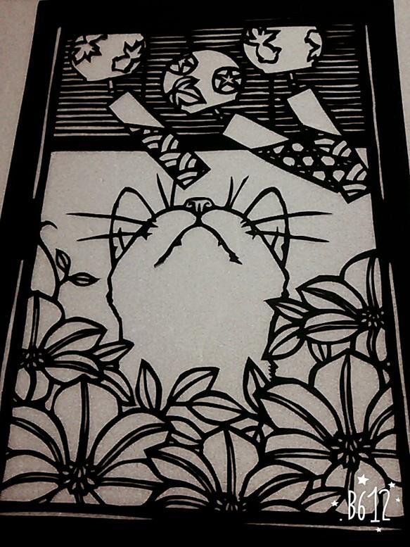 風鈴を狙う猫
